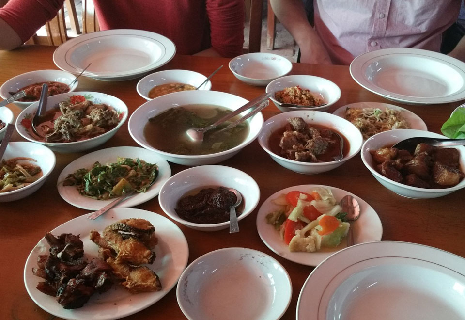 Typical Myanmar main dishes